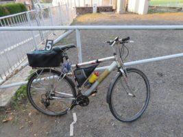Cyklista se snažil ujet před policisty. Měl totiž v batohu věci k výrobě drog